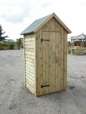 Toilettenhaus, Geräteschuppen mit Spitzdach und Dachpappe